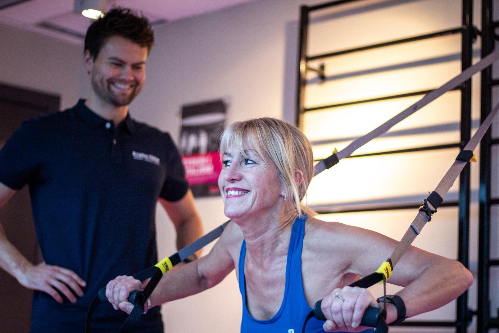 Personlig trener Marius Krathe og klienten smiler til hverandre