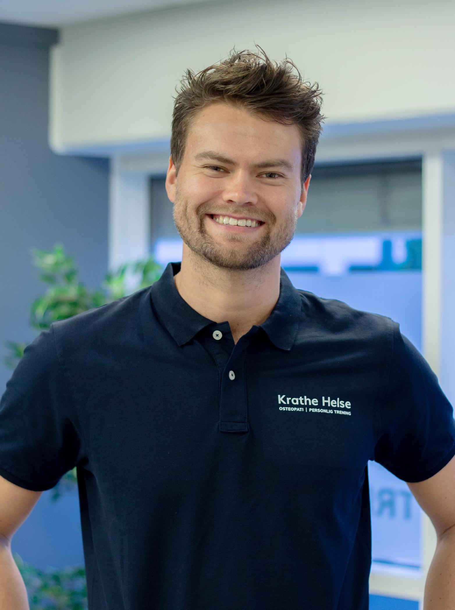 Profilbilde av Marius Krathe som smiler
